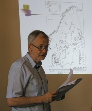 Gösta giving a speech on dialect research.